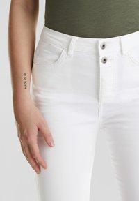 edc by Esprit - KNÖCHELLANGE STRETCH-PANTS - Jeans Skinny - white - 4
