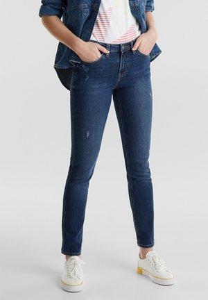 KNÖCHELLANGE JEANS MIT USED-EFFEKTEN - Jeans Slim Fit - blue medium washed