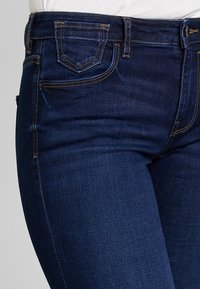 edc by Esprit - SLIM CROPPED - Shorts vaqueros - blue dark wash - 3