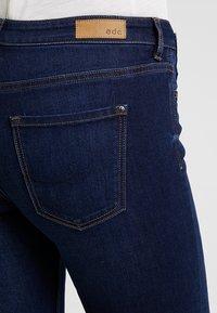 edc by Esprit - SLIM CROPPED - Shorts vaqueros - blue dark wash - 5