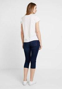 edc by Esprit - SLIM CROPPED - Shorts vaqueros - blue dark wash - 2
