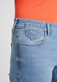 edc by Esprit - SLIM CROPPED - Denim shorts - blue light wash - 4