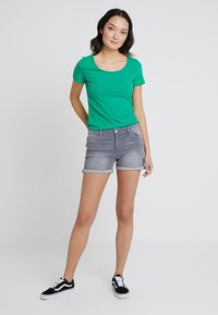 edc by Esprit - Jeans Shorts - grey light wash - 1