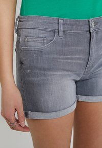 edc by Esprit - Jeans Shorts - grey light wash - 3