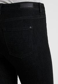 edc by Esprit - CAPRI - Shortsit - black rinse - 5