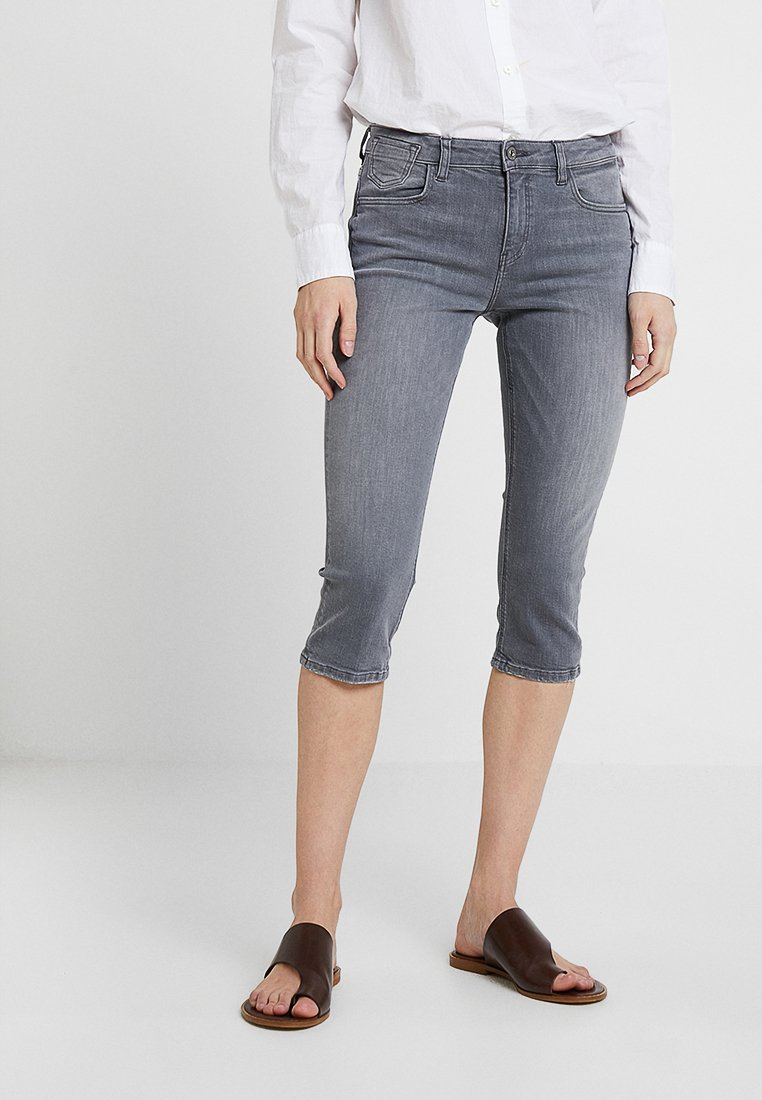 edc by Esprit - SLIM CAPRI - Jeans Shorts - grey light wash