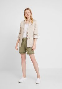 edc by Esprit - BERMUDA - Szorty - khaki green - 1