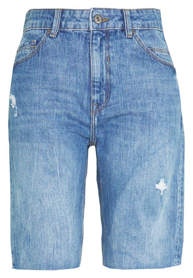 RELAXED BERM - Shorts vaqueros - blue light wash