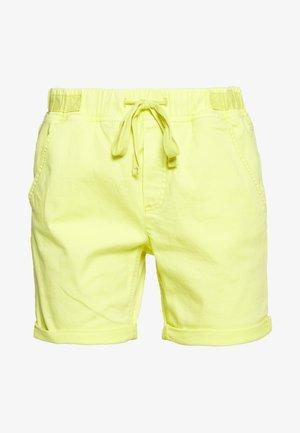 SLIM JOGGER - Szorty jeansowe - lime yellow