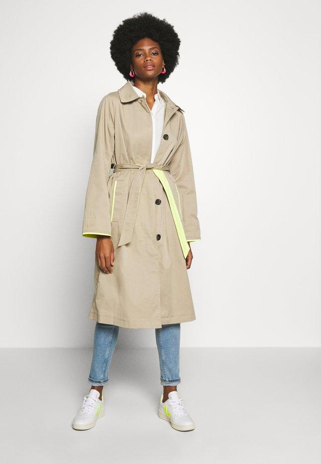 Trenchcoats - beige