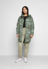 edc by Esprit - CAMOUFLAGE - Parka - khaki green - 1