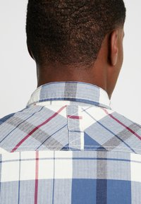 edc by Esprit - WINTER CHECK SLIM FIT - Overhemd - white - 4