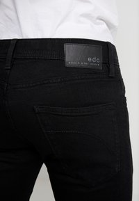 edc by Esprit - Jeans Skinny Fit - black rinse - 4