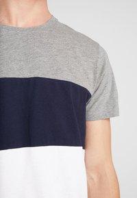 edc by Esprit - TEE - T-shirt z nadrukiem - medium grey - 4