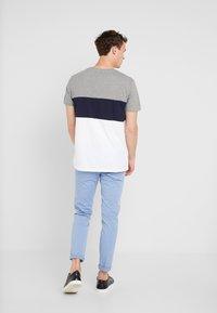 edc by Esprit - TEE - T-shirt z nadrukiem - medium grey - 2