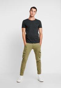 edc by Esprit - TEE - Camiseta básica - dark green - 1