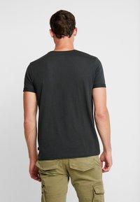 edc by Esprit - TEE - Camiseta básica - dark green - 2