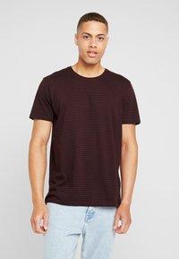 edc by Esprit - CORE - Print T-shirt - plum red - 0