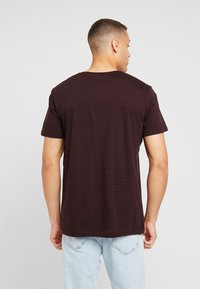 edc by Esprit - CORE - Print T-shirt - plum red - 2