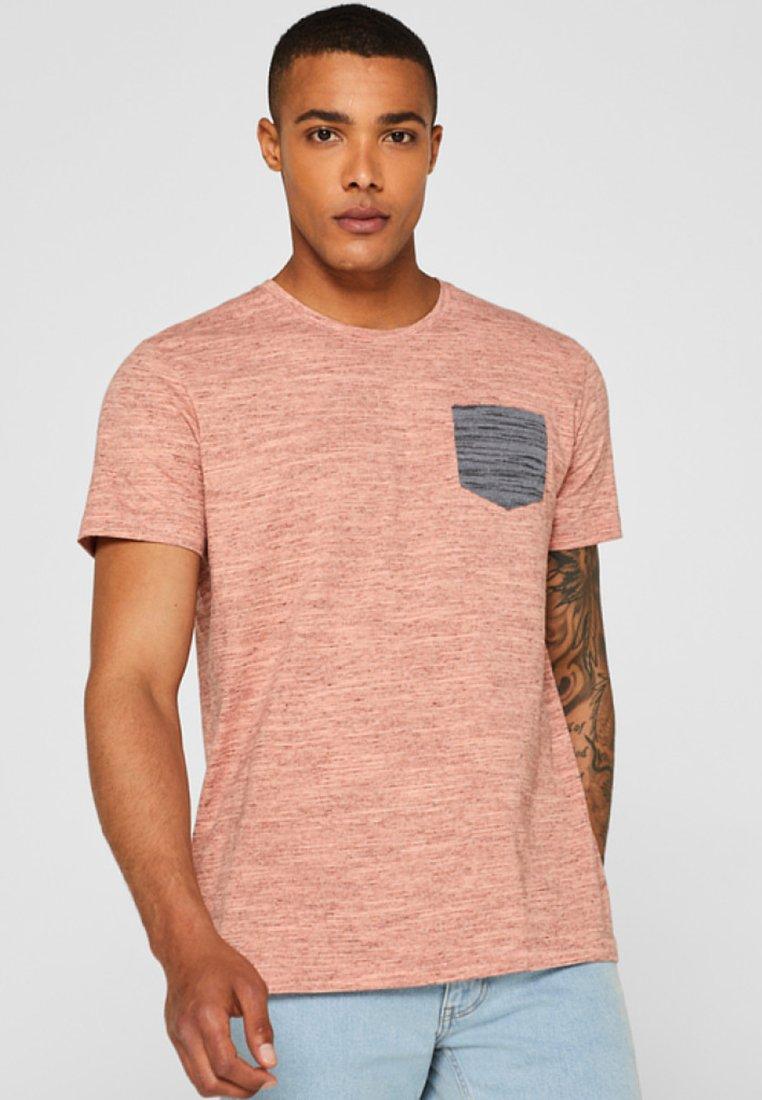edc by Esprit - MIT STREIFEN UND BRUSTTASCHE - T-Shirt print - coral orange