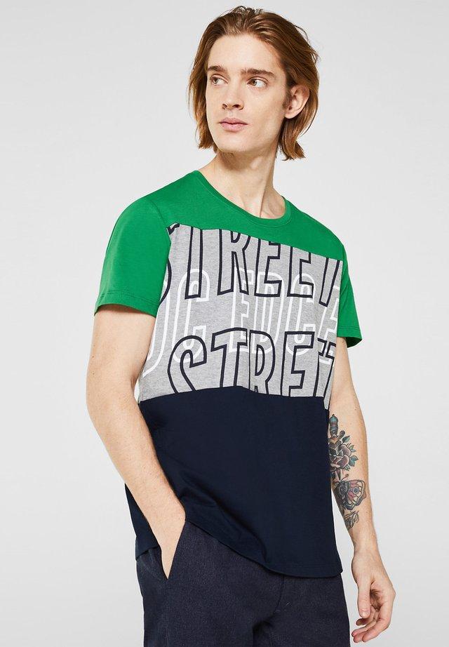 JERSEY-T-SHIRT IM COLOR BLOOK-LOOK - Print T-shirt - green