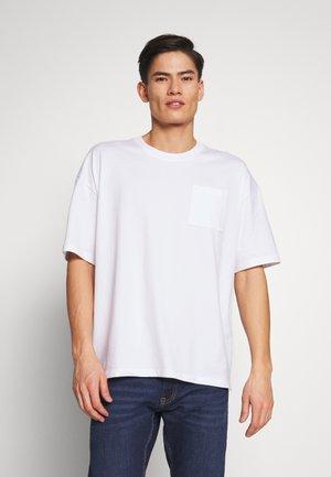 BOXY  - T-shirt basique - white
