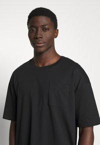 edc by Esprit - BOXY  - T-shirt basic - black - 3