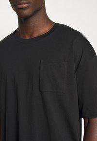 edc by Esprit - BOXY  - T-shirt basic - black - 5