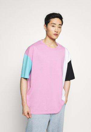 COLBLOCK - T-shirt con stampa - lilac