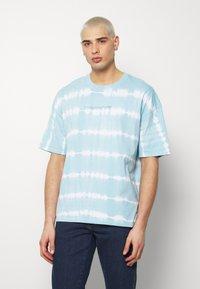 edc by Esprit - OVERBAT - Camiseta estampada - light blue - 0