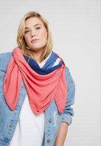 edc by Esprit - BATIKSQUARE - Foulard - blush - 0