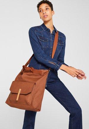 MIT STRUKTUR - Shopper - rust brown