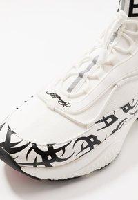 Ed Hardy - RUNNER TRIBAL - Zapatillas altas - white - 5