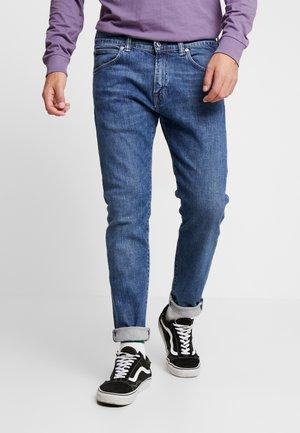 ED DROP CROTCH - Jeans Tapered Fit - blue denim