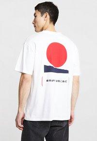 Edwin - AURORA - T-shirt imprimé - white - 2