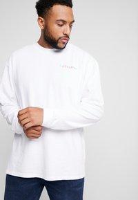 Edwin - SOUVENIR FROM JAPAN - Pitkähihainen paita - white - 2