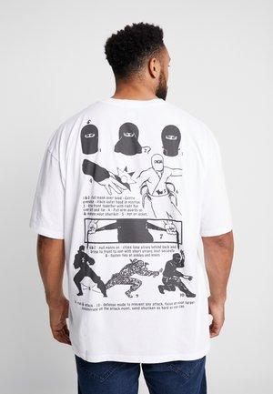 NINJA - T-shirt z nadrukiem - white