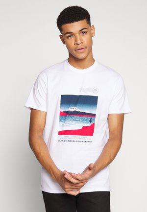 AWOKE - Camiseta estampada - white