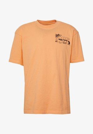 ONE THE ROAD - T-shirt z nadrukiem - cantaloupe