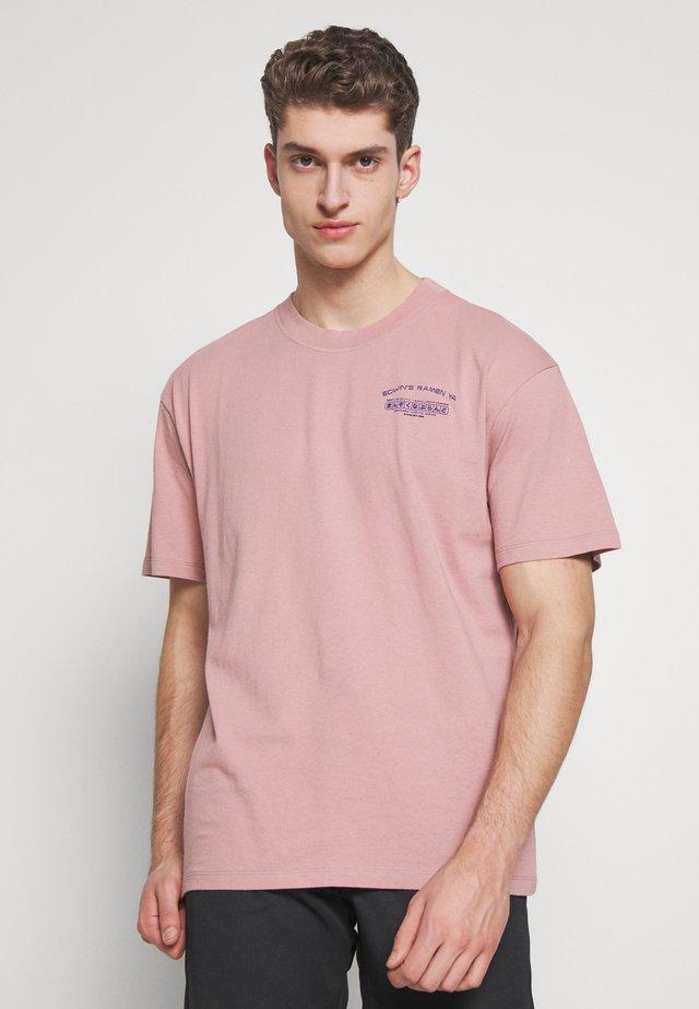 NOODLES - T-shirts print - woodrose