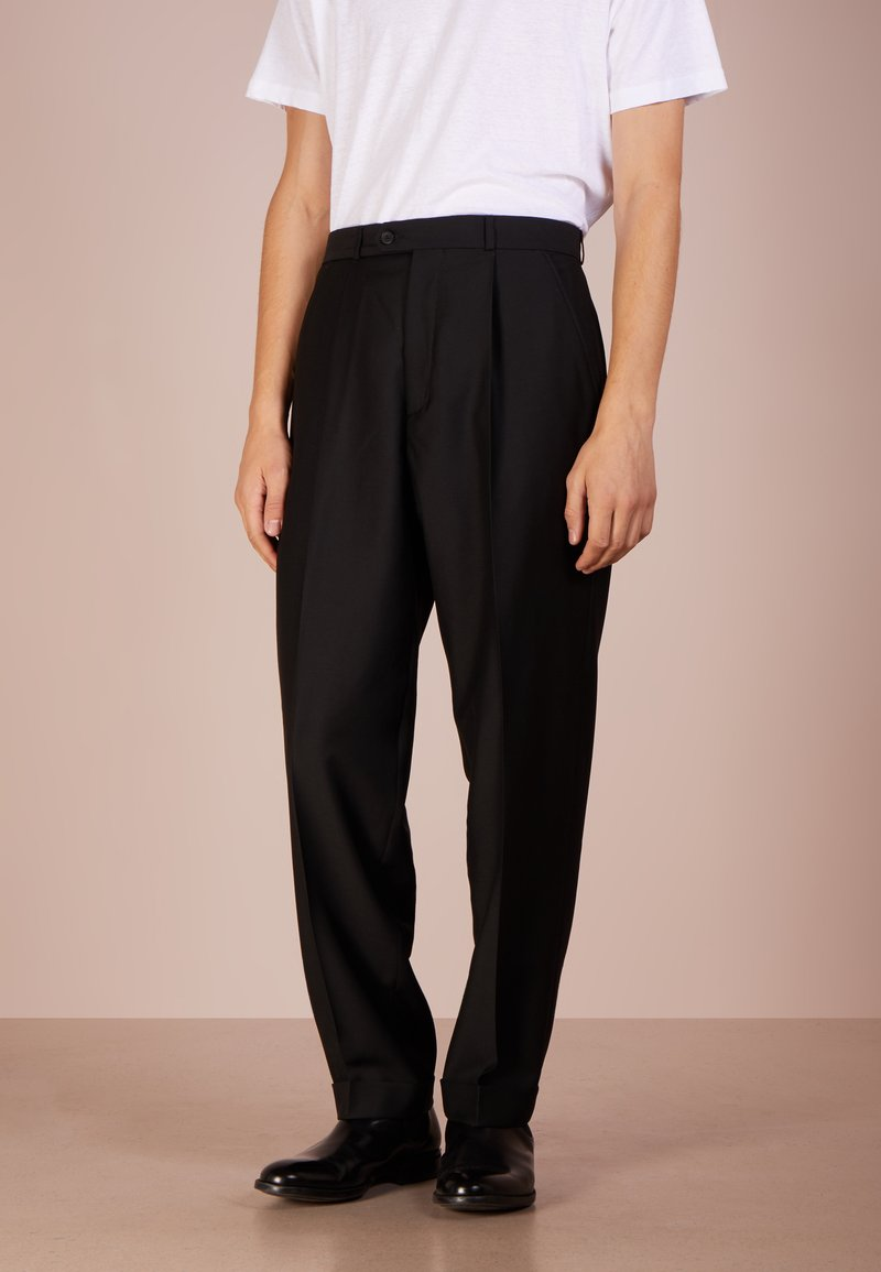 Editions MR - JEAN PAUL PLEATED CARROT PANTS - Trousers - black