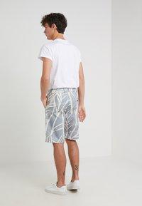 Editions MR - GIANNI BERMUDA - Shorts - dusty blue - 2