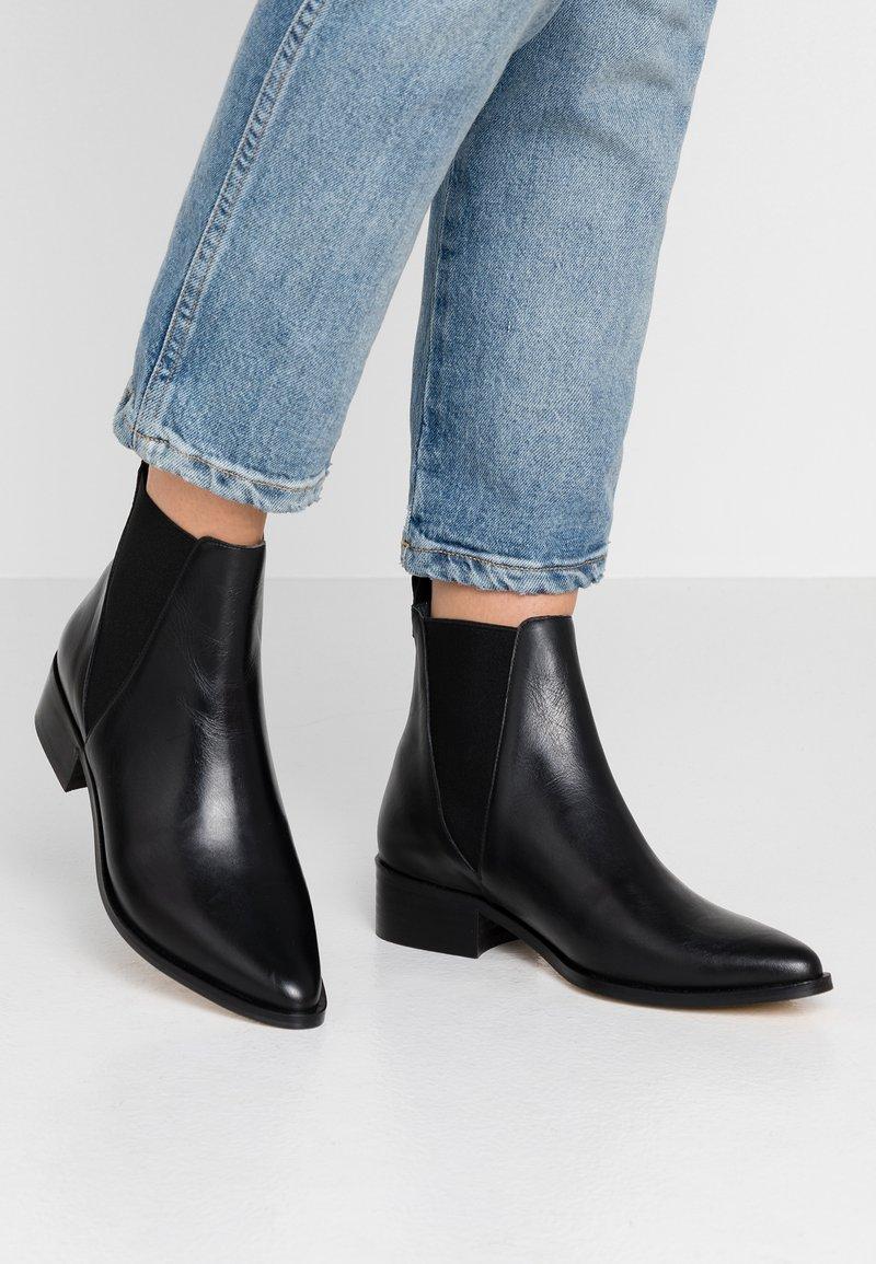 EDITED - ZORA - Støvletter - black