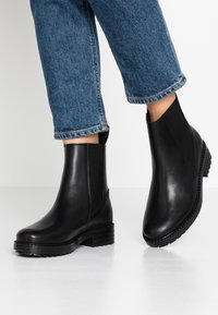 EDITED - GLADYS - Korte laarzen - black - 0