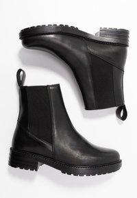 EDITED - GLADYS - Korte laarzen - black - 3