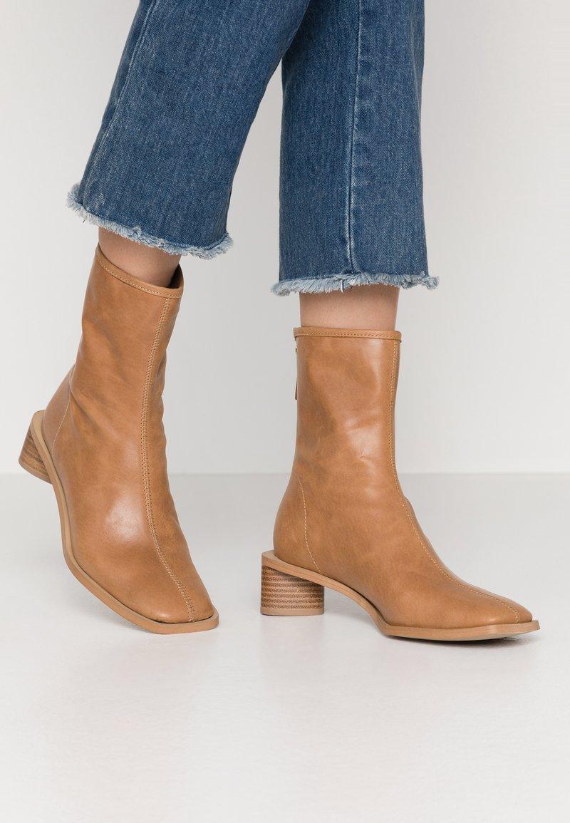 EDITED - ELLINOR - Classic ankle boots - beige latté