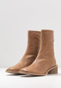 EDITED - ELLINOR - Classic ankle boots - beige latté - 4
