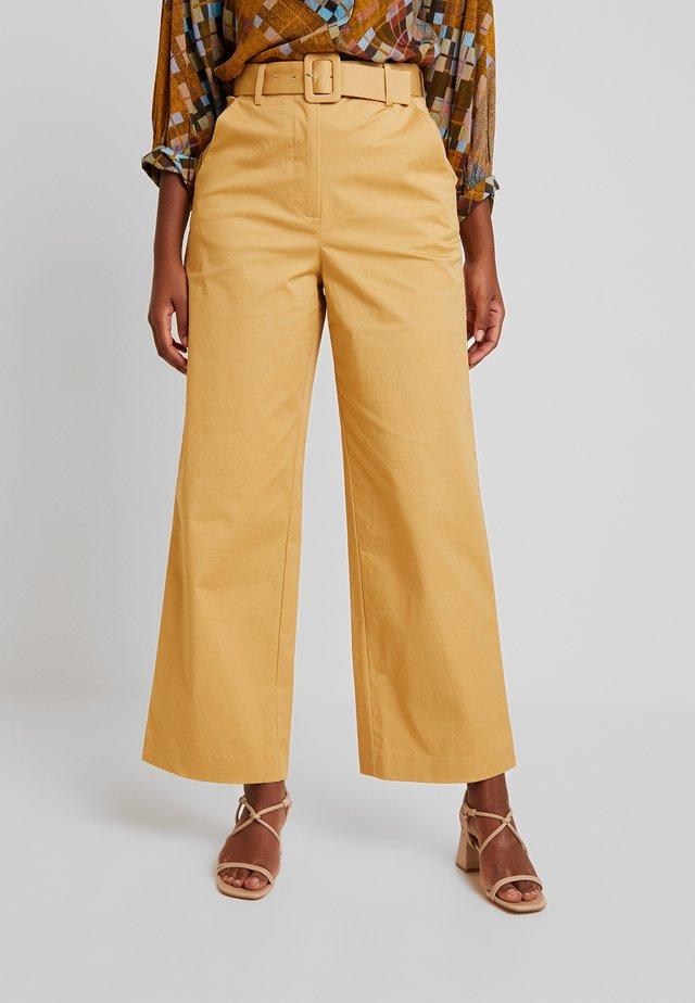 INDRA PANTS - Bukse - beige