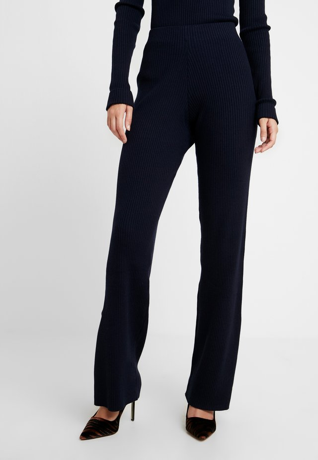 IWAN TROUSERS - Kangashousut - dark navy
