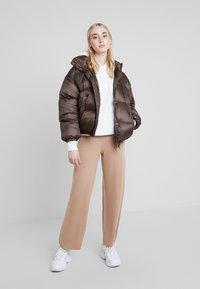 EDITED - JIMENA PANTS - Pantalon classique - beige - 1